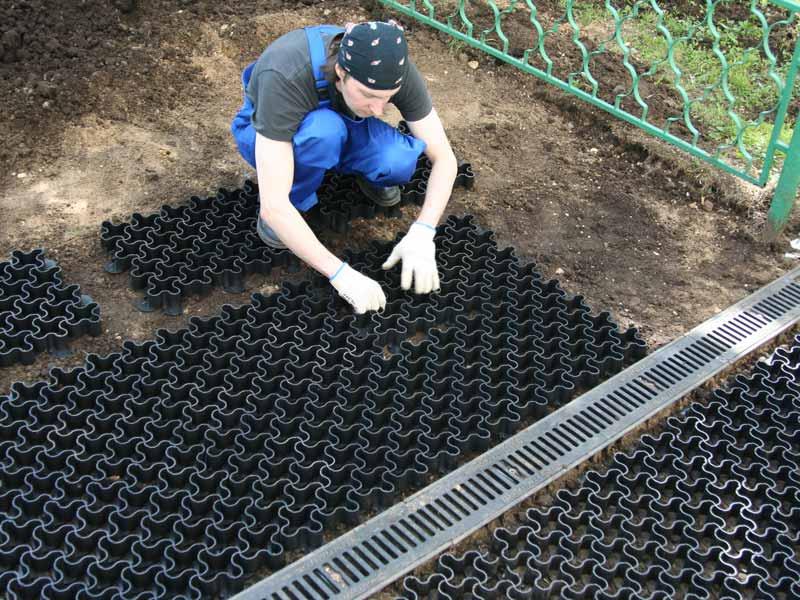 Укладка и монтаж пластиковой газонной решетки