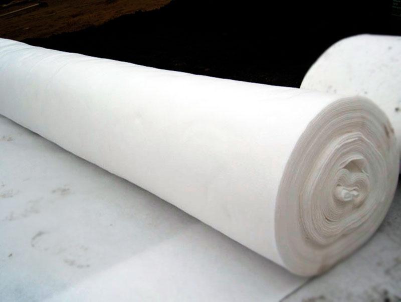 полотно, структуру которого составляют неориентированные бесконечные нити, произведённые из полимера