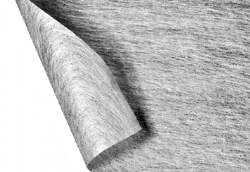 Изготовленный с помощью термического воздействия на волокна, материал пропускает воду только в одном поперечном направлении