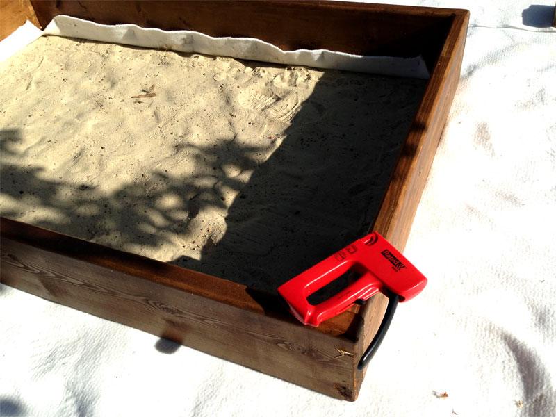 Устанавливаем песочницу на геотекстиль