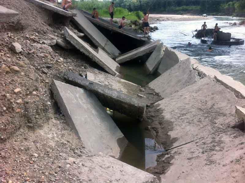 аварийно-восстановительные работы в зоне чрезвычайной ситуации на мосту через р. Уруп