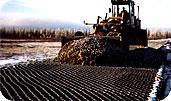 Наша компания выполняет укладку георешетки с целью предотвращения процессов разрушения грунтовых оснований